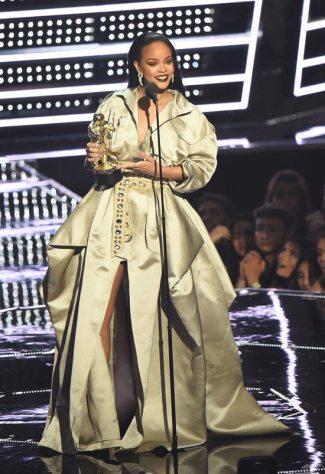 2016-mtv-video-music-awards-the-show-stage-performances-fashion-tom-lorenzo-site-13
