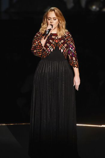 gallery-1486948146-hbz-adele-grammys-performance